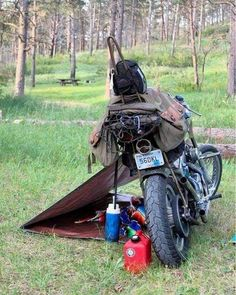 Motorrad Camping - Today's service will be outside, on a motorcycle - Auto Camping, Motorcycle Camping, Bobber Motorcycle, Motorcycle Outfit, Camping Gear, Motorcycle Touring, Touring Motorcycles, Women Motorcycle, Old School Motorcycles
