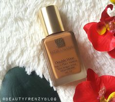 Best Full Coverage Foundation For Oily Skin! Find out all the reasons why Estee Lauder Double Wear is the best foundation for oily skin. Click to Read More! #esteelauderdoublewear #fullcoveragefoundation #bestfullcoveragefoundation #esteelaudersandalwood #bwstfoundationforoilyskin #bestfoundationforhotweather #bestsummerfoundation #summerfoundation