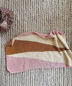 We had a holiday brunch for our knitting group and of course I had to take a progress shot of my blanket on @wild.lupine's beautiful rug. Too perfect. Giving up on making new Christmas stockings and hoping to get this done by next Sunday! #purlsohobusyhands #purlsoho #colorfulwedgesbabyblanket #stowebagstowebag,purlsohobusyhands,purlsoho,colorfulwedgesbabyblanketmackenziesasser