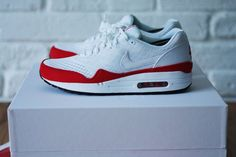 NIKE AIR INVENTED 1987 – LIMITED EDITION PACKAGING, I got a thing for the air max, clean white box!