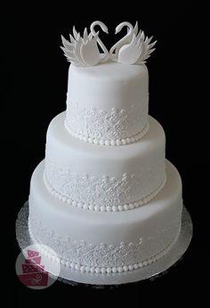 Svadobná torta s labuťami (wedding cake with fondant swan)
