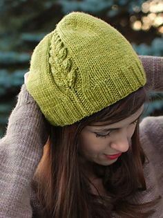 Perennial by Alana Dakos ~ Sweet hat which is knit in a Worsted 10ply... Med - large sizes.