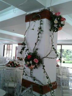 Decoraci n de nuestras columnas para la ceremonia boda - Decoracion columnas salon ...
