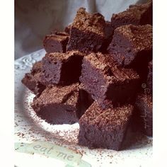 Quirky Cooking: Gooey Flourless Fudge Brownies {with Video} - grain free, dairy free, nut free goodness! Cocoa Chocolate, Dairy Free Chocolate, Vegetarian Chocolate, Cooking Chocolate, Chocolate Chips, Sweet Recipes, Whole Food Recipes, Cooking Recipes, Cooking Eggs