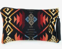 Keep everything you need in one place with this Seaecho clutch.