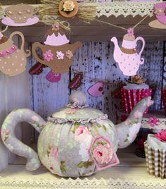Tea for Two teapot in yummy Tilda fabrics created by Julie Bennett at Craftbox Elescar x