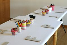 Art Birthday Party - by Glorious Treats white paper on the table + art supplies.kids can colour all over it. And letter for each child to paint Rainbow Birthday Party, Art Birthday, 6th Birthday Parties, Birthday Ideas, Kids Art Party, Craft Party, Diy Party, Kunst Party, Paint Party