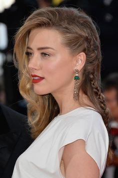 Bei den Cannes Filmfestspielen 2014 trugen die Stars traumhafte Kleider, sündhaft teuren Schmuck und tolle Flechtfrisuren, die wir sofort nachstylen wollten. Beginnen wir mit Amber Heard, die sich für eine Art Fake-Undercut entschied - die seitliche Haarpartie wurde nah am Kopf und schließlich zu einem langen Zopf geflochten. Gefällt's euch?Hier zeigen wir euch noch mehr Frisuren zum Nachmachen!