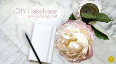 DIY gehäkelte Blumenvase http://www.yellowgirl.at/2014/06/20/diy-gehaekelte-blumenvase/
