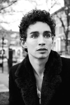 """Best known for his role on """"Misfits,"""" Irish-born Robert Sheehan chats about his new film """"The Road Within,"""" the challenges of playing a character with Tourette syndrome, and the one thing all actors must remember. Gorgeous Eyes, Beautiful Person, Beautiful Men, Beautiful People, Robert Sheehan, Jonathan Cohen, Me And Mrs Jones, Le Clan, Pretty Men"""