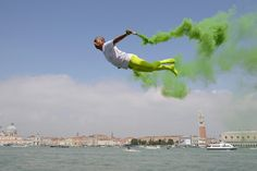 Li Wei's Flies Through the Air In His Photographs Without The Help Of Photoshop