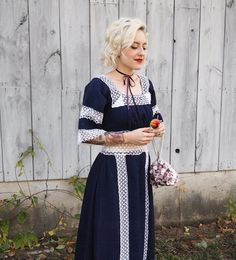 Prairie chic for a fall wedding in New Hampshire. See more on the blog! #bohodress #hippiedress #weddingstyle #fallwedding #edwardianboots #floralbag #americanflag #shorthair #blondehair #platinumhair