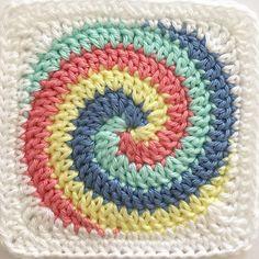 #grannysquareday2017 bitmeden bir motif daha . One more square before #grannysquareday ends. #crochet #crocheting #instacrochet #instadaily #igers #igers #like4like #likeforlike #instapic #instagram #instagood #instaphoto #instalike #likeback #tagsforlikes
