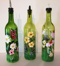 Vibrant painted glass bottles with butterflies, lady bugs and dragonflies Painted Glass Bottles, Lighted Wine Bottles, Painted Wine Glasses, Decorated Bottles, Glass Paint, Glass Bottle Crafts, Wine Bottle Art, Beer Bottle, Bottle Painting