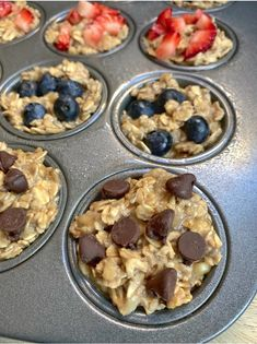 No sugar, no flour, no hassle. This simple banana oat muffin recipe is a super fun and easy on-the-go breakfast idea for the family. They are especially ideal for kids! Definitely a much Oat Muffins Healthy, Banana Oat Muffins, Banana Oats, Oat Pancakes, Healthy Snacks For Kids, Healthy Dessert Recipes, Healthy Treats, Snack Recipes, Flour Recipes
