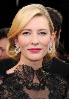 Golden Globes 2014 Jewelry: Cate Blanchett in diamonds from Chopard Oscar Hairstyles, Celebrity Hairstyles, Curled Hairstyles, Cate Blanchett Golden Globes, Faux Bob, Celebrity Red Carpet, Golden Globe Award, Hair Photo, Celebs