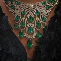 Most Stunning diamond necklace pendant. Emerald Necklace, Emerald Jewelry, Gems Jewelry, Pandora Jewelry, Diamond Pendant Necklace, Bridal Jewelry, Diamond Jewelry, Jewelery, Fine Jewelry