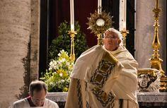 Papa Francisco en el Corpus Christi: Las vanidades del mundo no alimentan como la Eucaristía