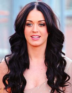 Katy Perry had 14 hit records & couldn't identify herself in photos or her voice because neice Linda told her that she had an awful singing voice & then assigned concerts to her pals using JEAN PAPA's taped audio for a finders fee only.