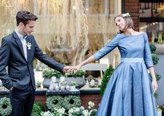 farbiges 50s tea-length Brautkleid mit Uboot-Ausschnitt und dreiviertel Ärmeln, passende zweifarbige Schleife für den Bräutigam  (http://www.noni-mode.de)