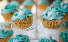 Cupcake con frosting azul para una boda en la playa de Charo Chic Cakes