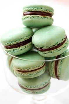 Everything about a macaron says France. They are sophisticated, gorgeous, delicious and romantic. Enjoy this minty macarons recipe for St. Chocolate Macaroons, Chocolate Pastry, Mint Chocolate, Chocolate Recipes, Chocolate Ganache, Chocolate Roulade, Chocolate Smoothies, Chocolate Shakeology, Chocolate Crinkles
