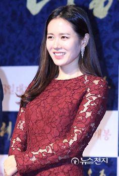 Son Ye Jin ▫ [손예진] ▫ Official group Chou Tzu Yu, Korean Actresses, Korean Beauty, Musical, K Idols, Young Women, Asian Girl, Sons, Drama