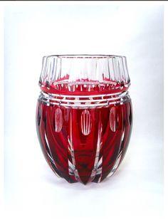 Important vase en cristal taillé et doublé rouge, époque 1939 modèle SACRAMENTO crée par Charles GRAFFART, signé en dessous à la pastille, hauteur 33 cm, poids conséquent de +/- 16 kilos, qualité de premier choix