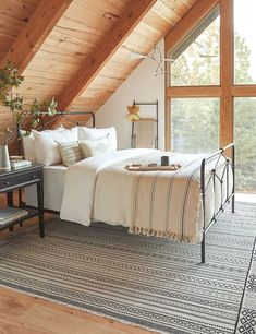 Dream up a cozy retreat for your overnight guests 😴 via Log Cabin Bedrooms, Log Cabin Homes, Log Home Bedroom, Cabin Style Homes, Log Cabin Living, Bedroom Decor, Cabin Chic, Cozy Cabin, Cabin Loft