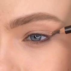 Smoke Eye Makeup, Eye Makeup Steps, Makeup Eye Looks, Eye Makeup Art, Contour Makeup, Eyebrow Makeup, Skin Makeup, Eyeshadow Makeup, Small Eyes Makeup