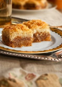 Kadaifi Traditional Turkish Dessert – Dessert With Walnuts (VIDEO) - Türkische Rezepte - Cuisine Greek Sweets, Greek Desserts, Just Desserts, Arabic Sweets, Turkish Recipes, Greek Recipes, Greek Pastries, Eastern Cuisine, Good Healthy Recipes