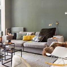 Dit was onze woonkamer in 2014 toen @studiojansjejkf ons huis fotografeerde voor de @vtwonen . De bank is net verkocht en de nieuwe komt hoop ik gauw binnen  Ik kan niet wachten  Fijn weekend!! ☀️