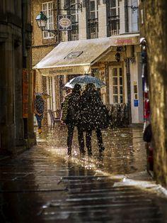 Rúa de Bautizados, co típico día calabobos. Santiago de Compostela