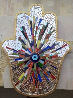 Stanied glass mosaic Hand of Fatima. Mosaic Diy, Mosaic Garden, Mosaic Crafts, Mosaic Glass, Glass Art, Diy Craft Projects, Diy And Crafts, Hamsa Art, Hamsa Design