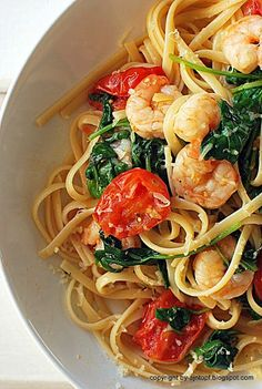 pasta with shrimps, spinach, lemon and tomatoes - Przepisy - Makaron Shrimp Pasta, Spinach, Spaghetti, Food And Drink, Health Fitness, Lunch, Cooking, Ethnic Recipes, Lemon Pasta
