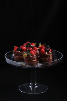 Mini layer cakes, chocolate mousse berries // Minis layer cakes, mousse au chocolat fruits rouges