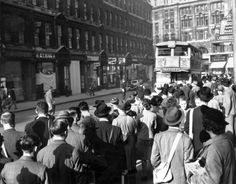 A strike causes huge queues to build up at the bus stops outside Liverpool Street, 1939