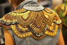 Embellished jacket back with structured pattern; close up fashion design detail Couture Details, Fashion Details, Look Fashion, Diy Fashion, Fashion Design, Petite Fashion, Curvy Fashion, Fall Fashion, Fashion Tips