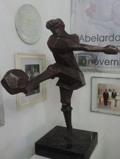 'O Artilheiro' é uma das obras mais recentes do artista (Foto: Katherine Coutinho / G1)
