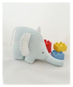 ♥ kleiner Knisterfant ♥ von Schmusefratz auf DaWanda.com