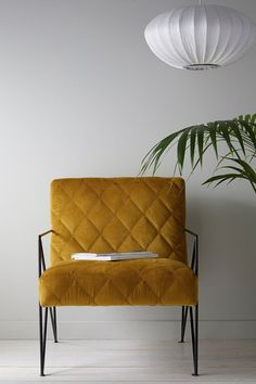 b 900 × 1 356 pixlar Retro Room, Living Room Inspiration, Accent Chairs, Living Spaces, Couch, Interior Design, Furniture, Home Decor, Kitchen