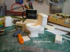 DIY miniature dollhouse toilet - carved from foam | Source: Les Mains Calmes