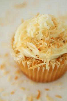 Coconut and pecan buttermilk cupcake with Italian cream filling