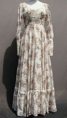 In my collection. Vintage Gunne Sax with bird print - Do it Yourself Clothes Stylish Dresses, Simple Dresses, Pretty Dresses, Beautiful Dresses, Casual Dresses, Abaya Fashion, Muslim Fashion, Fashion Dresses, Vestidos Vintage