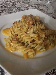 Un bel matrimonio di ingredienti!http://lemporio21.blogspot.it/2013/01/dolcetti-di-cocco-fusilli-specknoci-e.html