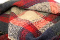 Grosse écharpe en laine rouge et beige