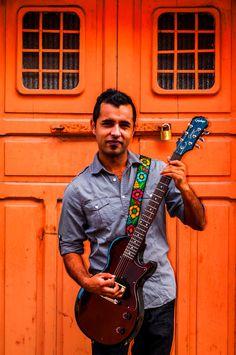 Design: Flor Petetiado. Colors: Magenta, Gold, Turquoise / Magento, Oro, Turquesa. Traditional Guatemalan embroidered leather guitar by TildeStraps, $60.00. Foto: Jhonathan F. Gómez