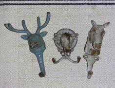 Hallo #schwarzwald  Neue Haken eingetroffen!  Niedlicher geht's kaum noch.  >>Heute bis 15 Uhr offen!<< #tiere #haken #tierhaken #wohnartistin #pferd #hirsch #dekoration #decoration #animal #antiquitätenkaiser #antiqueshop #schönerwohnen