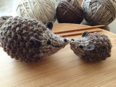 Hedgehog in different sizes - free knitting pattern.
