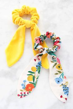 How to Make A Scrunchie Diy Hair Scrunchies, How To Make Scrunchies, Diy Hair Bows, Ribbon Hair, Sewing Patterns Free, Free Sewing, Free Pattern, Clothes Patterns, Skirt Patterns